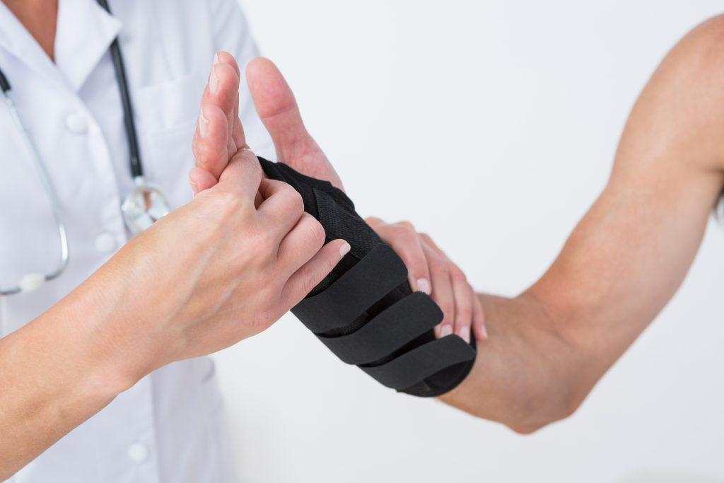 การใช้อุปกรณ์ช่วยพยุง เพื่อให้เส้นประสาทได้พักการใช้งาน